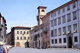 piazza Mazzini torre civica comunale Pescia il tuo paese
