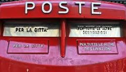 cassetta postale rossa Pescia il tuo paese