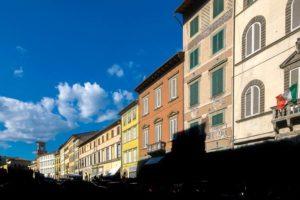 piazza Mazzini contrasto luce ombra Pescia - il tuo paese
