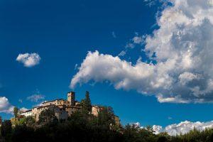 Pietrabuona_centro_storico con nubi pescia