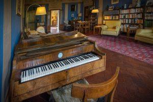 Sala_principale_di_ingresso_alla_villa_castellaccio pianoforte Uzzano