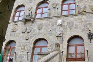 palazzo vicario arco piazza mazzini pescia