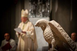 ambone aquila cattedrale messa di apertura giubileo 500 anni diocesi pescia