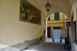 l'uscita da Piazza del Mercato (ex Convento) verso Via Santa Maria canti cantini chiassi sottopassaggi foto-notizia paolo landi pescia