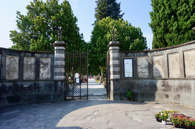 Cancello ingresso cimitero monumentale pescia
