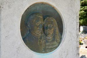 bassorilievo Bisordi cimitero monumentale di Pescia