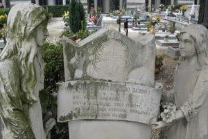 le due bambine tomba monumentale cimitero pescia