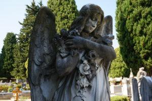 scultura angelo cimitero monumentale pescia