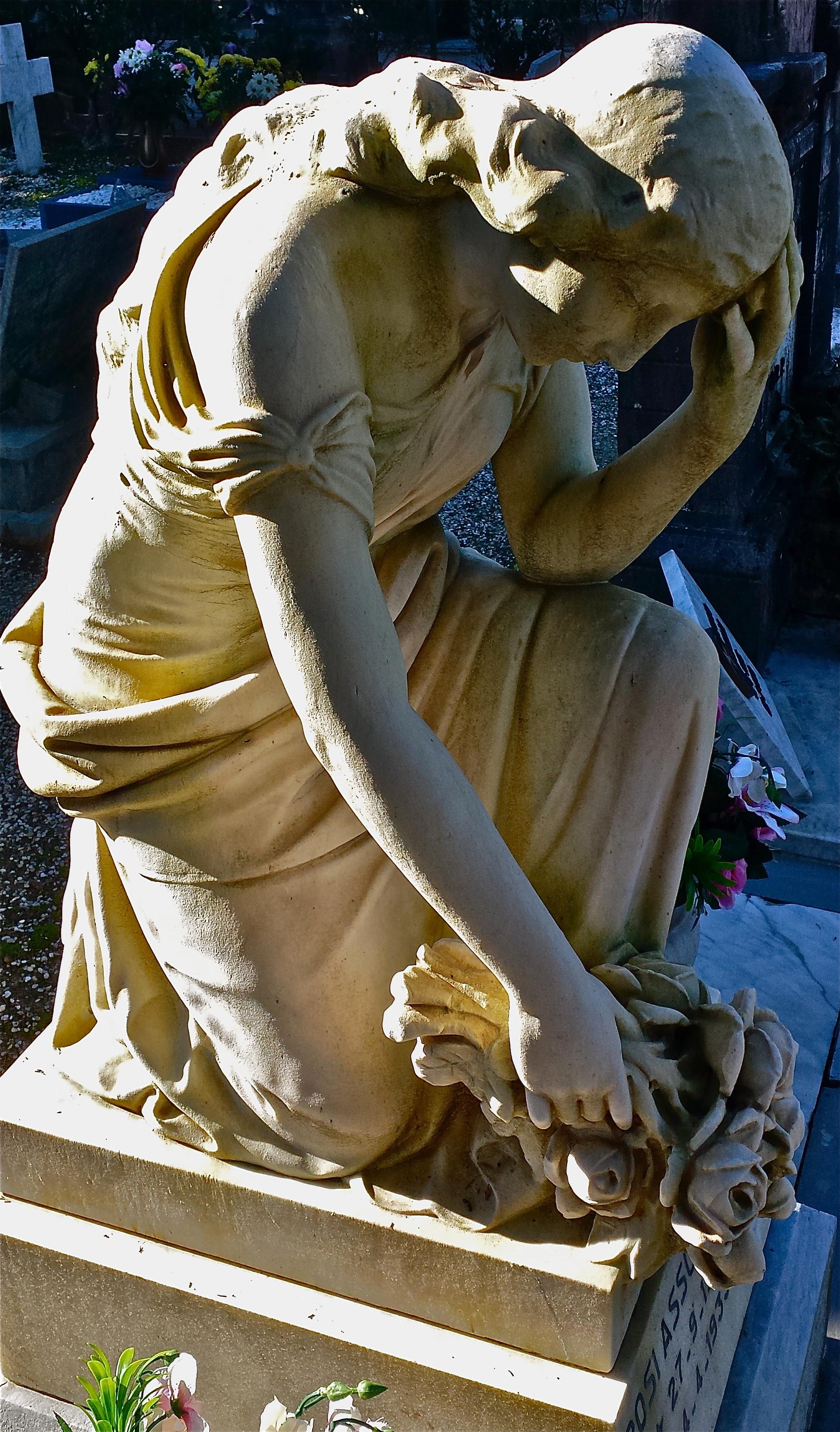 scultura china cimitero monumentale pescia