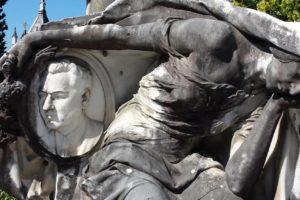 scultura novecento chinata cimitero monumentale pescia