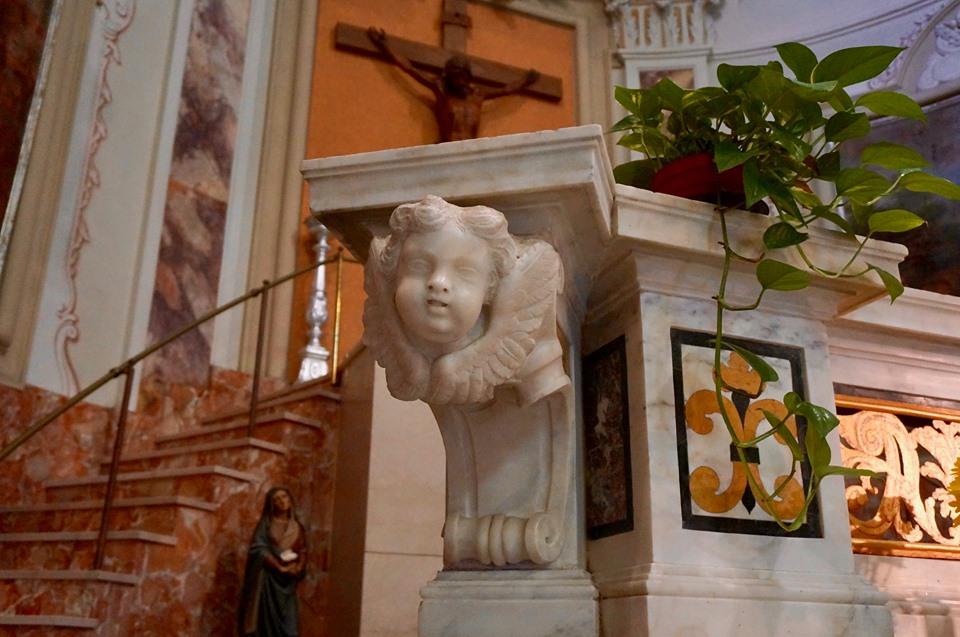 dettaglio altare chiesa san michele casa nazareth convento castello pescia
