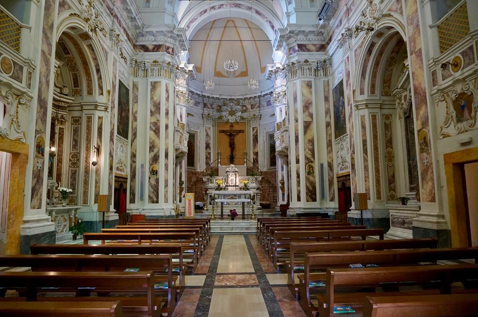 vista navata abside chiesa san michele castello pescia