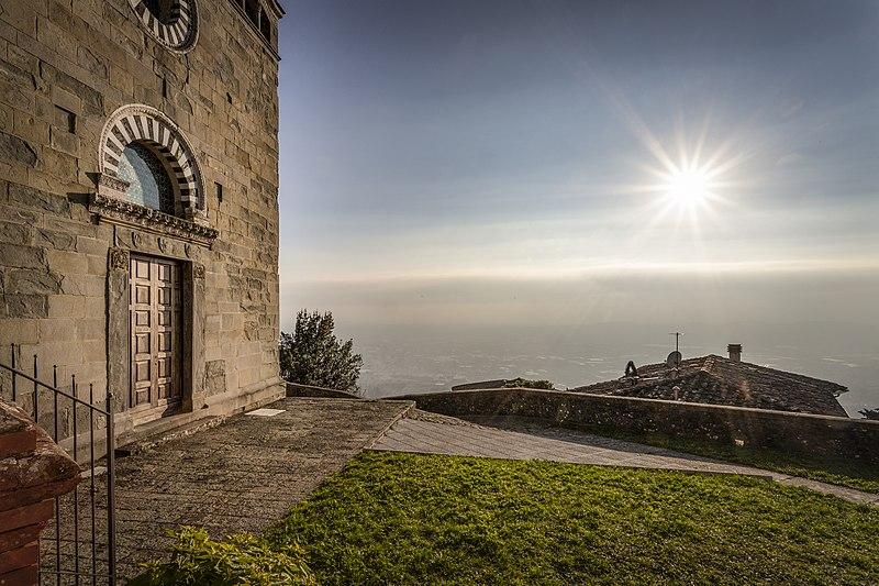 Vista_dalla_chiesa_di_SS. Iacopo_e_Martino_di_Uzzano castello wiki loves monuments OSTERI Uzzano