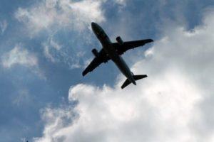 aereo bassa quota volo sopra pescia