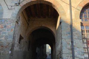 1 Canto di San Policronio (vicino al Palagio, piazza del Palagio)