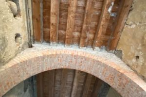 2 Canto di San Policronio, soffitti e archi