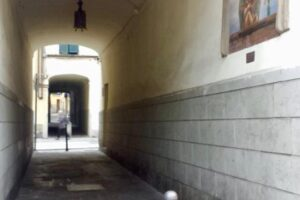 FN14 Cantino di mezzo di piazza o del vaso, affresco Franco del Sarto, madonna con bambino
