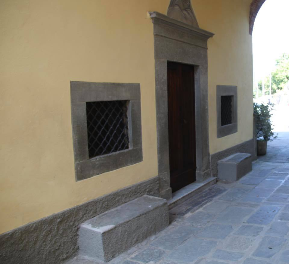 ingresso sotto la porta Oratorio S.Maria vergine chiesa Aramo percorsi storici Birindelli Pescia