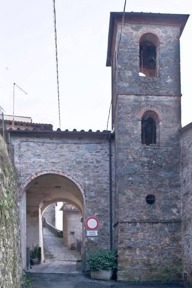 porta di accesso borgo Aramo Oratorio S.Maria vergine chiesa Aramo percorsi storici Birindelli Pescia